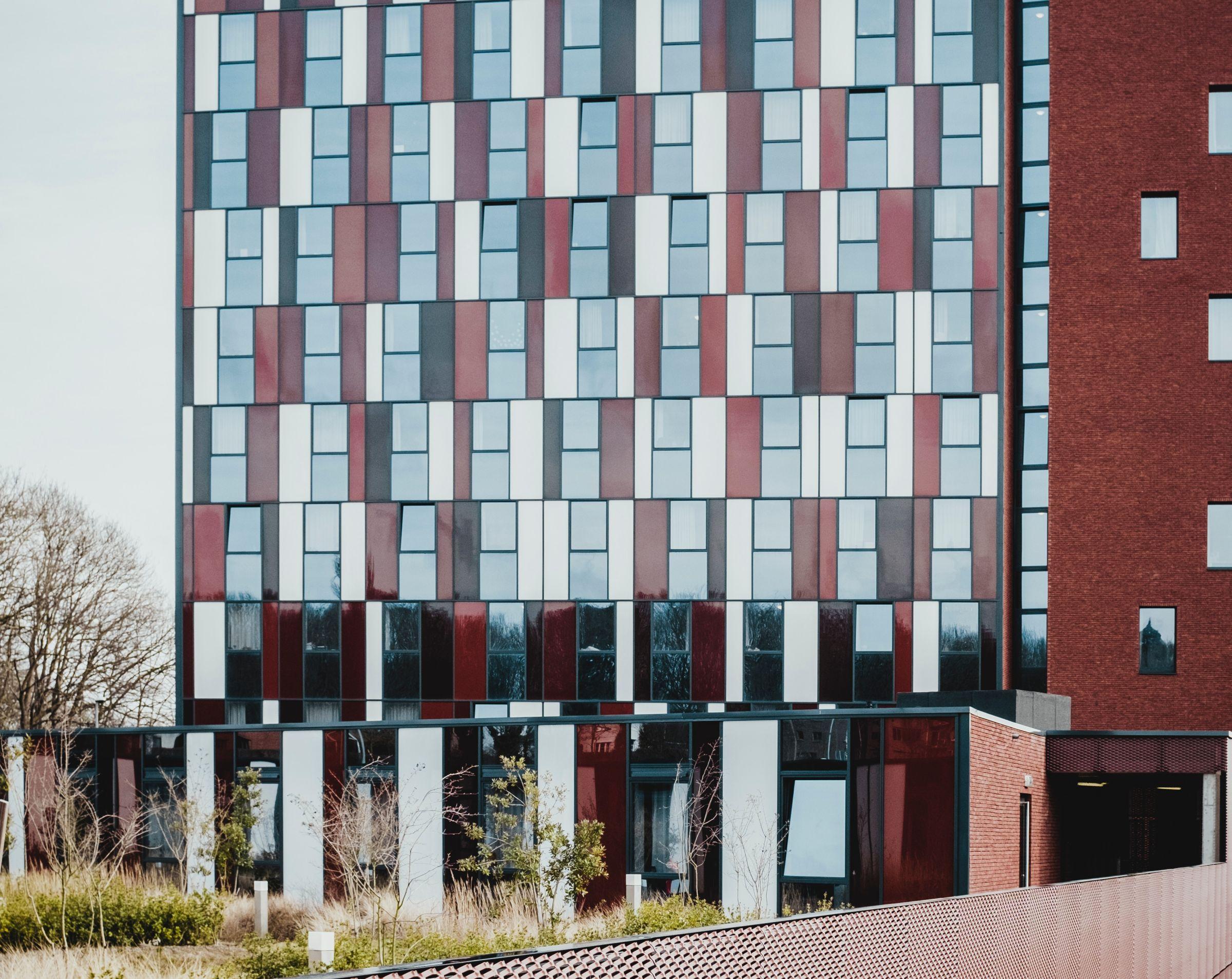 Haus mit roter Fassade